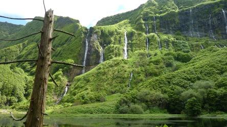waterfall-1429353_960_720.jpg