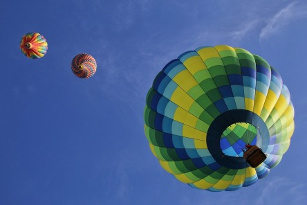 hot-air-balloons-1984308_960_720.jpg