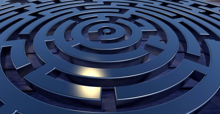 labyrinth-2037286_1280.jpg