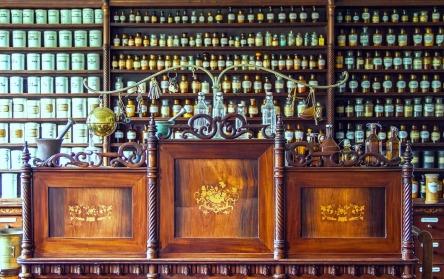pharmacy-1507122_1280.jpg