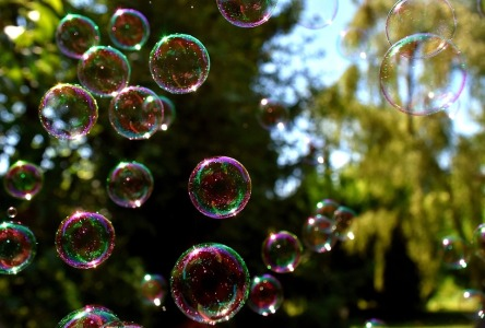 soap-bubbles-2405974_960_720.jpg