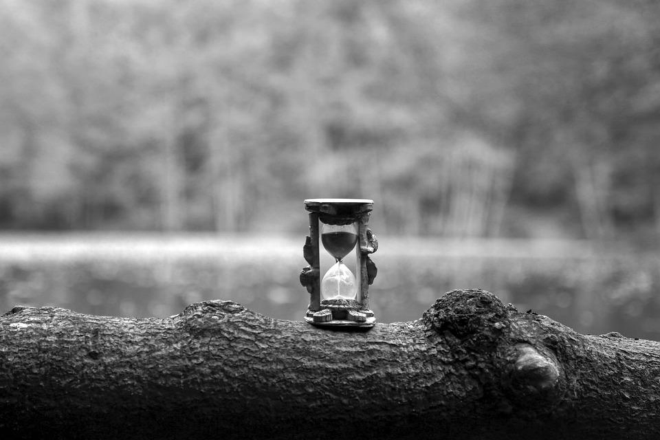 hourglass-4942685_960_720